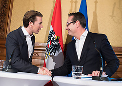 25.10.2017, Palais Niederösterreich, Wien, AUT, Pressekonferenz nach erster Runde der Koalitionsverhandlungen von ÖVP und FPÖ anlässlich der Nationalratswahl 2017, im Bild ÖVP Bundesparteiobmann Sebastian Kurz und FPÖ Bundesparteiobmann Heinz-Christian Strache // Head of the Austrian Peoples Party Sebastian Kurz and Head of the Austrian Freedom Party Heinz-Christian Strache during media conference after first meeting for coalition negotiations between the Austrian Peoples Party and Austrian Freedom Party due to general elections 2017 in Vienna, Austria on 2017/10/25, EXPA Pictures © 2017, PhotoCredit: EXPA/ Michael Gruber