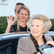 NLD/Enschede/20150318 - Prinses Beatrix en Prinses Mabel aanwezig bij uitreiking Prins Friso ingenieursprijs , Prinses Mabel en prinses Beatrix
