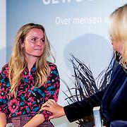NLD/Amsterdam/20181023 - Boekpresentatie Antoinette Scheulderman, emotionele Fatima Moreira de Melo