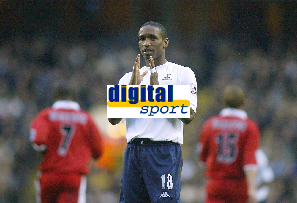28/11/2004 - FA Barclays Premiership - Tottenham Hotspur v Middlesbrough - White Hart Lane<br />Tottenham Hotspur's Jermain Defoe shows the crowd by how much his shot missed the target<br />Photo:Jed Leicester/Back Page Images
