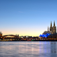 DEU , DEUTSCHLAND : Koeln am Rhein mit Hohenzollernbruecke , Gross St. Martin , Koelner Dom und Musical Dome , 30.12.2016<br />