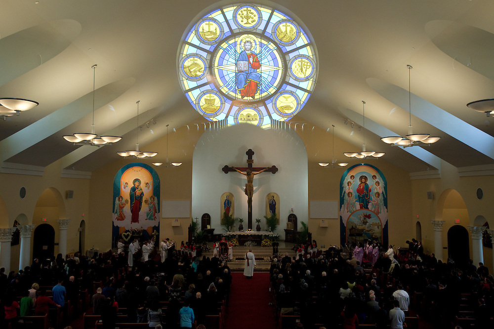 Sunday services at the Saint George Chaldean Church. The majority of Iraq's Christians are Chaldean Catholics. Iraqi Christians first came to the United States for work in the auto industry and continued to arrive following the Iran-Iraq war and during the aftermath of the 1991 Gulf War. There is a well-established Chaldean and Assyrian Christian community in the northern suburbs of Detroit. Iraqi Christians who have been fleeing systematic persecution in recent years are drawn to the Detroit area due to family, cultural and religious ties. Shelby Township, MI, USA. 14/04/2013.