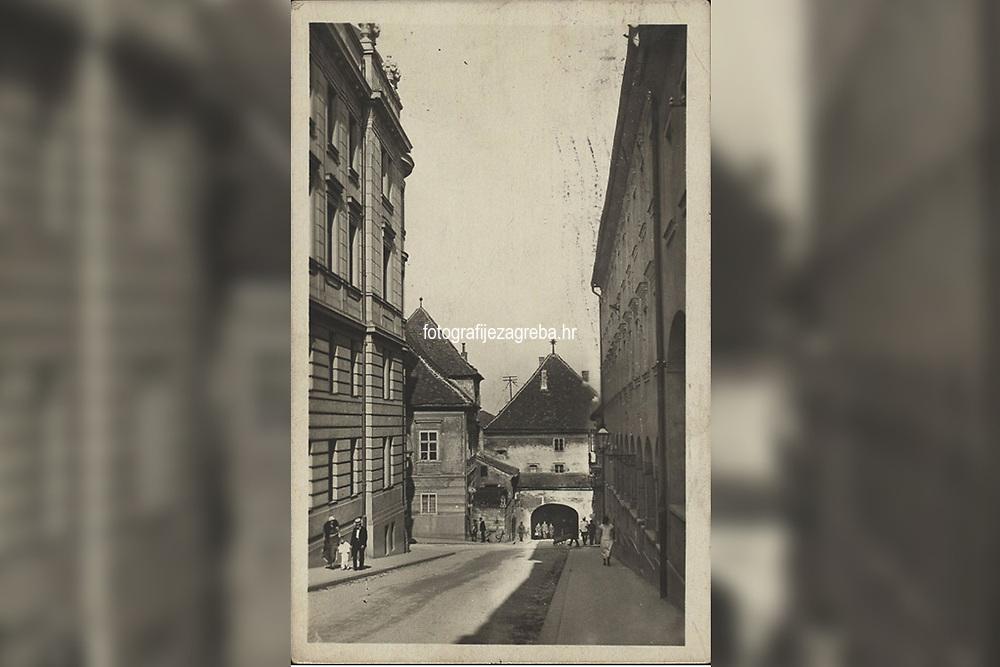 Zagreb : Kamenita vrata = Ancienné porte de pierre. <br /> <br /> ImpresumZagreb : Bromografija Jos. Čaklović, [1929].<br /> Materijalni opis1 razglednica : tisak ; 14,1 x 9 cm.<br /> NakladnikJos. Čaklović<br /> Vrstavizualna građa • razglednice<br /> ZbirkaZbirka razglednica • Grafička zbirka NSK<br /> ProjektPozdrav iz Zagreba • Pozdrav iz Hrvatske<br /> Formatimage/jpeg<br /> PredmetZagreb –– Kamenita vrata<br /> Jezikhrvatski<br /> SignaturaRZG-KAM-2<br /> Obuhvat(vremenski)20. stoljeće<br /> NapomenaRazglednica je putovala 1929. godine.<br /> PravaJavno dobro<br /> Identifikatori000953375<br /> NBN.HRNBN: urn:nbn:hr:238:431283 <br /> <br /> Izvor: Digitalne zbirke Nacionalne i sveučilišne knjižnice u Zagrebu
