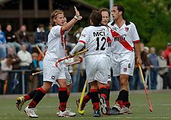 08-05-2005 HOCHEY: PINOKE-AMSTERDAM: AMSTELVEEN<br /> Amsterdam wint met 4-3 van Pinoke. Pinoke speelt door deze uitslag play out wedstrijden. - Timo Bruinsma, Paul van Esseveldt, Ben Hawes en Robin de Vries<br /> ©2005-WWW.FOTOHOOGENDOORN.NL