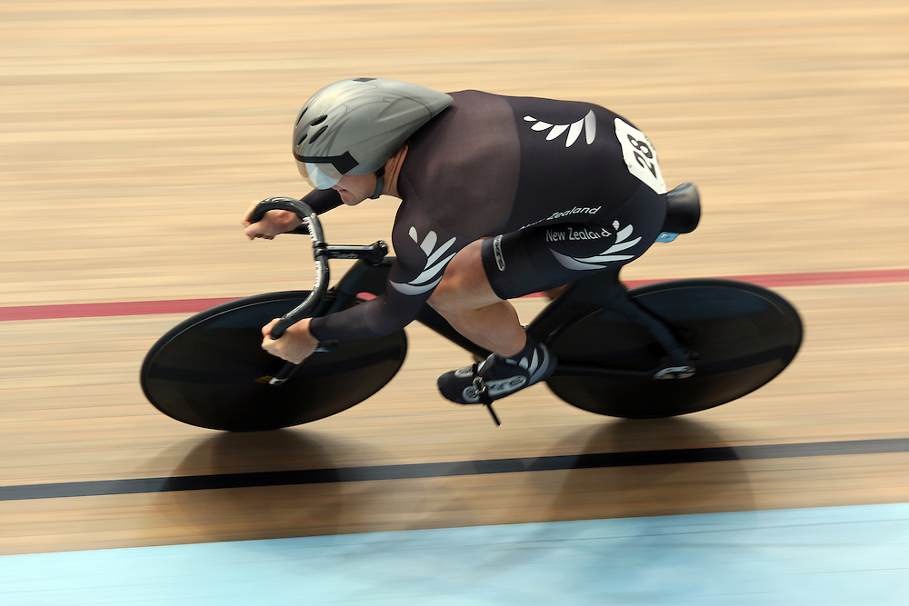 New Zealand's Simon Van Velthooven competes in the Men's Team Sprint at the 2012 Oceania Track Cycling Championships,  ILT Velodrome, Invercargill, New Zealand, Friday, November 21, 2011. Credit:SNPA / Dianne Manson.