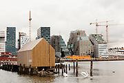 Båthus med to svaner i forgrunnen, Barcode i bakgrunnen, Bjørvika