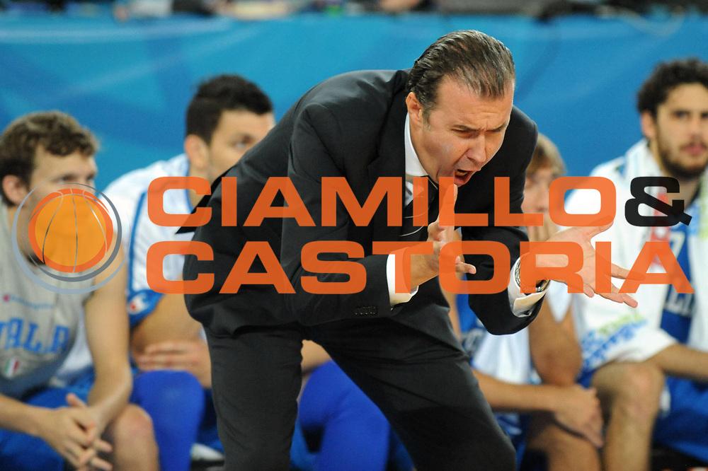 DESCRIZIONE : Lubiana Ljubliana Slovenia Eurobasket Men 2013 Finale Settimo Ottavo Posto Serbia Italia Final for 7th to 8th place Serbia Italy<br /> GIOCATORE : Simone Pianigiani<br /> CATEGORIA : Delusione<br /> SQUADRA : Italia Italy<br /> EVENTO : Eurobasket Men 2013<br /> GARA : Serbia Italia Serbia Italy<br /> DATA : 21/09/2013 <br /> SPORT : Pallacanestro <br /> AUTORE : Agenzia Ciamillo-Castoria/Max.Ceretti<br /> Galleria : Eurobasket Men 2013<br /> Fotonotizia : Lubiana Ljubliana Slovenia Eurobasket Men 2013 Finale Settimo Ottavo Posto Serbia Italia Final for 7th to 8th place Serbia Italy<br /> Predefinita :