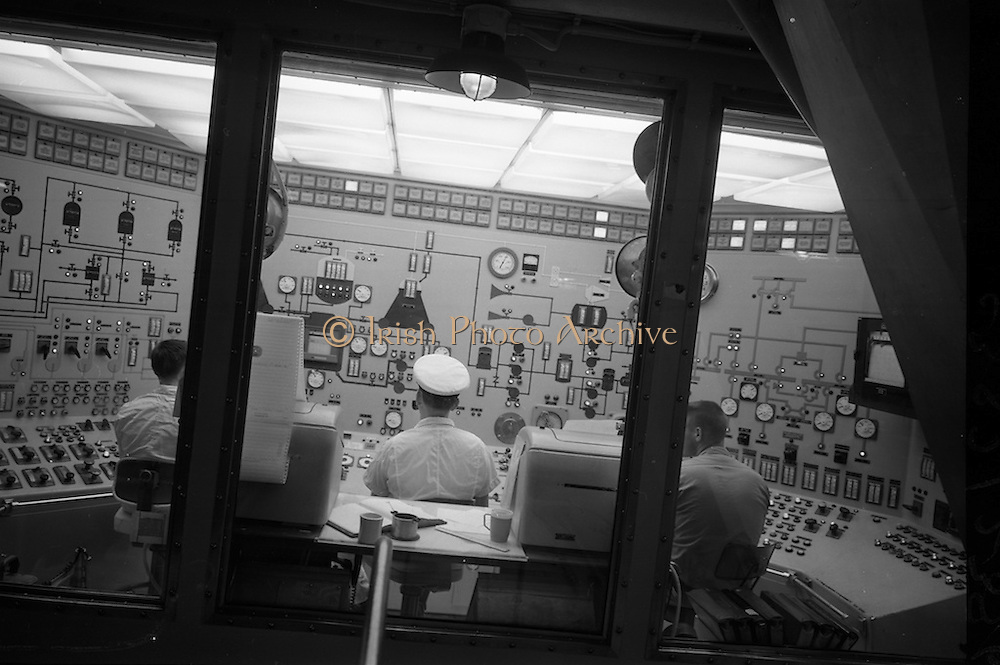 2/7/1964<br /> 7/2/1964<br /> 2 July 1964<br /> <br /> View of the nuclear reactor control board in the ship