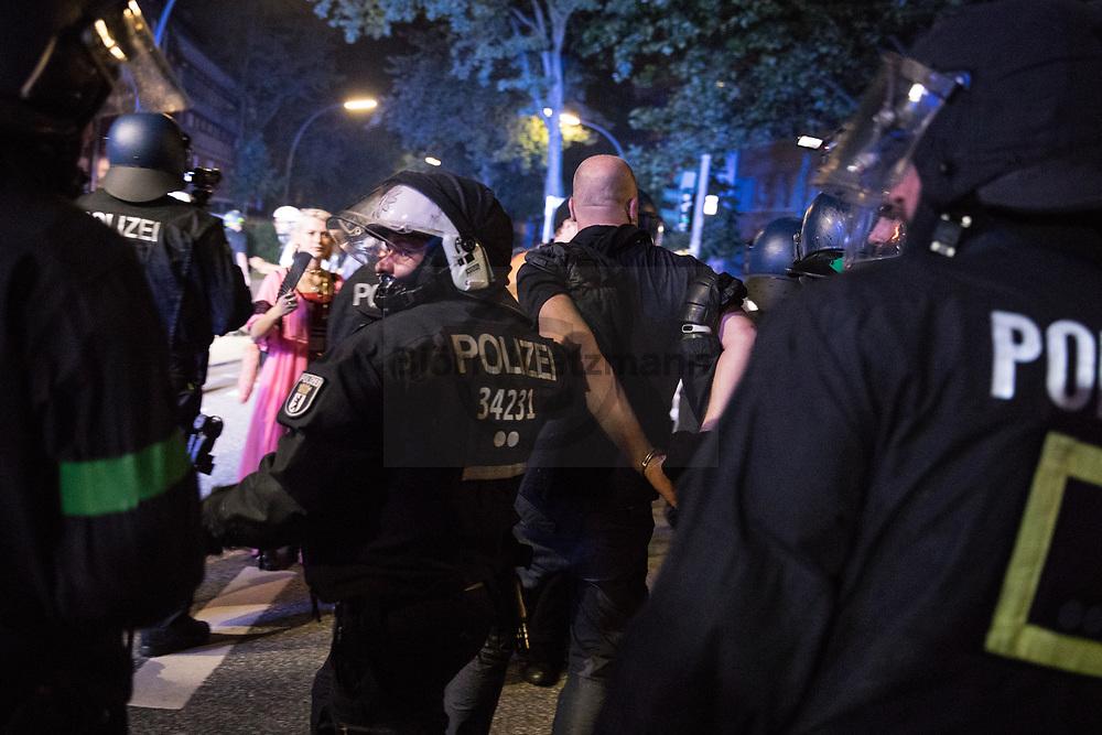 Hamburg, Germany - 07.07.2017<br /> <br /> Polizisten nehmen eine Demonstranten fest. Anti G20-Proteste in Hamburg. <br /> <br /> Photo: Bjoern Kietzmann Hamburg, Germany - 07.07.2017<br /> <br /> Police forces arrest a protestor. No G20 Protests in Hamburg<br /> <br /> Polizisten nehmen eine Demonstranten fest. Anti G20-Proteste in Hamburg. <br /> <br /> Photo: Bjoern Kietzmann
