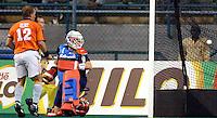 WK Hockey. halve finale. Nederland-Australie 1-4. Australie komt op 0-4. Jeroen Delmee en doelman Guus Vogels hebben het nakijken.