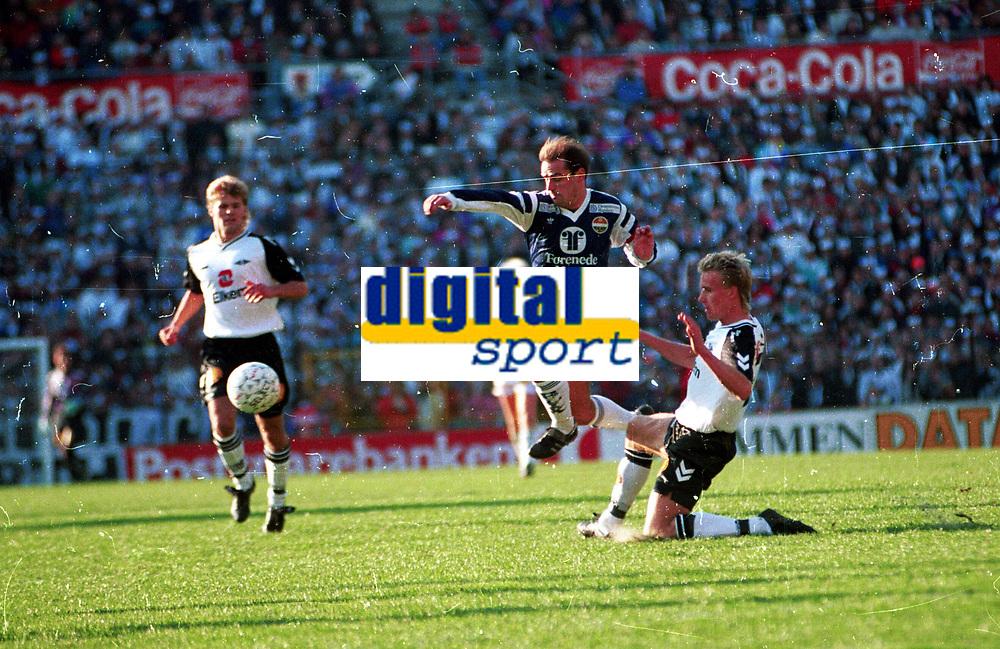 Fotball <br /> Cupfinale 1991<br /> Rosenborg v Str&oslash;msgodset<br /> Ullevaal stadion <br /> Foto: Digitalsport <br /> Halvor Storskogen, SIF