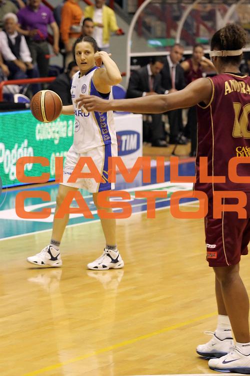 DESCRIZIONE : Napoli Play Off Lega A1 Femminile 2006-07 Gara 3 semifinale Phard Napoli Umana Reyer Venezia <br /> GIOCATORE : Cirone<br /> SQUADRA : Phard Napoli<br /> EVENTO : Campionato Lega A1 Femminile 2006-2007 <br /> GARA : Phard Napoli Umana Reyer Venezia<br /> DATA : 06/05/2007 <br /> CATEGORIA : Palleggio<br /> SPORT : Pallacanestro <br /> AUTORE : Agenzia Ciamillo-Castoria/A.De Lise
