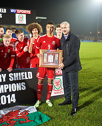 BALLYMENA, NORTHERN IRELAND - Thursday, November 20, 2014: Wales' captain Tyler Roberts and Ian Rush with the trophy after the 2-0 victory over Northern Ireland during the Under-16's Victory Shield International match at the Ballymena Showgrounds. (Pic by David Rawcliffe/Propaganda)