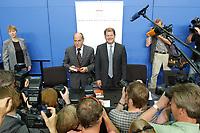 """20 AUG 2003, BERLIN/GERMANY:<br /> Gregor Gysi (L), ehem Vorsitzender PDS und Wirtschaftssenator Berlin a.D., und Olaf Scholz (R), SPD, Generalsekretaer, nach der Vorstellung von Gysis Buch """"Was nun? Ueber den Deutschlands Zusatnd und meinen eigenen"""", Bundespresseamt<br /> IMAGE: 20030820-01-022<br /> KEYWORDS: Generalsekretär, Buchvorstellung, Kamera, Camera, Journalist, Journalisten"""