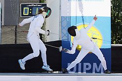 30.06.2015, Olympiapark Berlin, Berlin, GER, moderner Fünfkampf WM, Staffelbewerb Damen, im Bild Sive Elizabeth Brassil (Irland) gegen Natsumi Tomonanga (Japan) beim Bonusfechten // during Women's relay race of the the world championship of Modern Pentathlon at the Olympiapark Berlin in Berlin, Germany on 2015/06/30. EXPA Pictures © 2015, PhotoCredit: EXPA/ Eibner-Pressefoto/ Hundt<br /> <br /> *****ATTENTION - OUT of GER*****