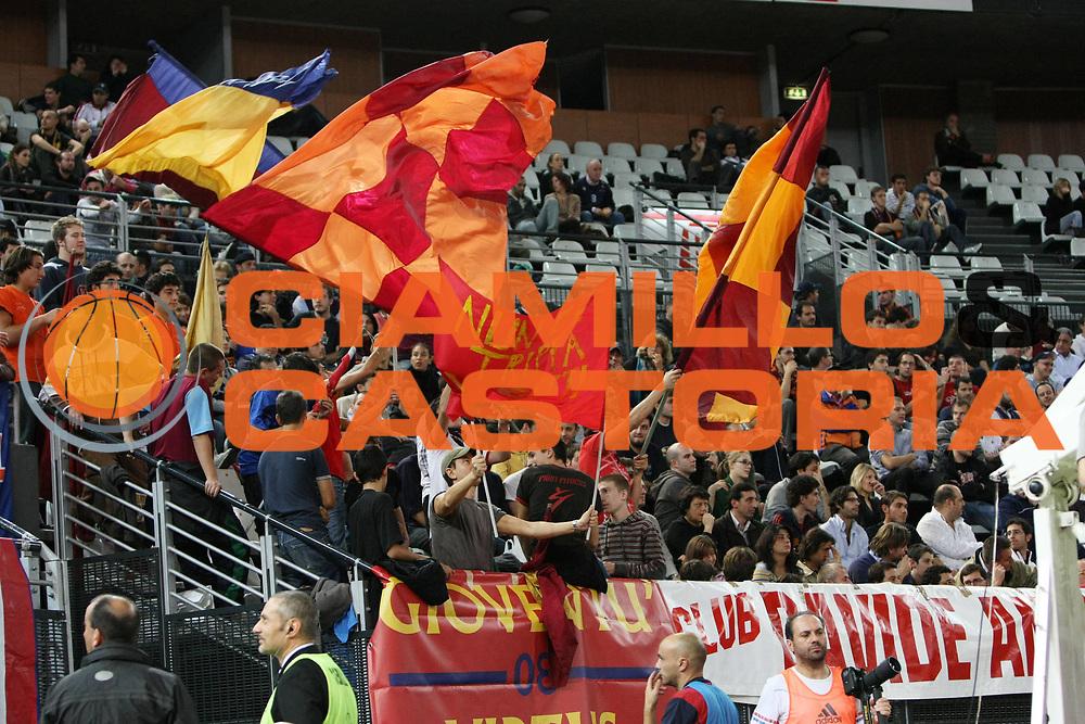 DESCRIZIONE : Roma Eurolega 2008-09 Lottomatica Virtus Roma DKV Joventut Badalona<br /> GIOCATORE : Tifo Tifosi Fan Fans Supporter Supporters<br /> SQUADRA : Lottomatica Virtus Roma<br /> EVENTO : Eurolega 2008-2009<br /> GARA : Lottomatica Virtus Roma DKV Joventut Badalona<br /> DATA : 30/10/2008 <br /> CATEGORIA : <br /> SPORT : Pallacanestro <br /> AUTORE : Agenzia Ciamillo-Castoria/C. De Massis
