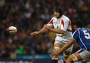 2005 Rugby, Investec Challenge, England vs Manu Samoa, Steve Borthwick, off loads the ball.  RFU Twickenham, ENGLAND:     26.11.2005   © Peter Spurrier/Intersport Images - email images@intersport-images..