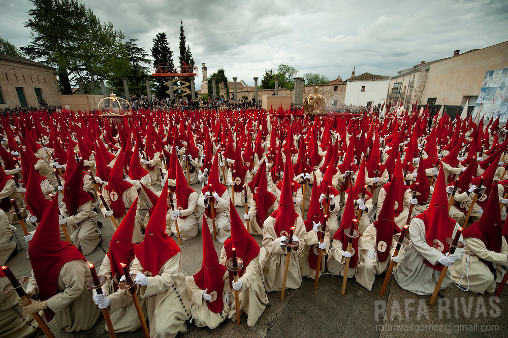 Penitents swear to be in silence as they take part in the Silence procession, during the Holy Week of the Northwestern Spanish town of Zamora, on April 20, 2011.  PHOTO / RAFA RIVAS