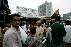 BANGLADESH DHAKA KAWRAN BAZAAR 3MARB05 - Highrises and planned property developments encroach on the space of the Kawran Bazaar vegetable market. The Bazaar has been in the Tejgaon area for at least 30 years and is one of the largest markets in Dhaka city...jre/Photo by Jiri Rezac..© Jiri Rezac 2005..Contact: +44 (0) 7050 110 417.Mobile:  +44 (0) 7801 337 683.Office:  +44 (0) 20 8968 9635..Email:   jiri@jirirezac.com.Web:    www.jirirezac.com..© All images Jiri Rezac 2005 - All rights reserved.