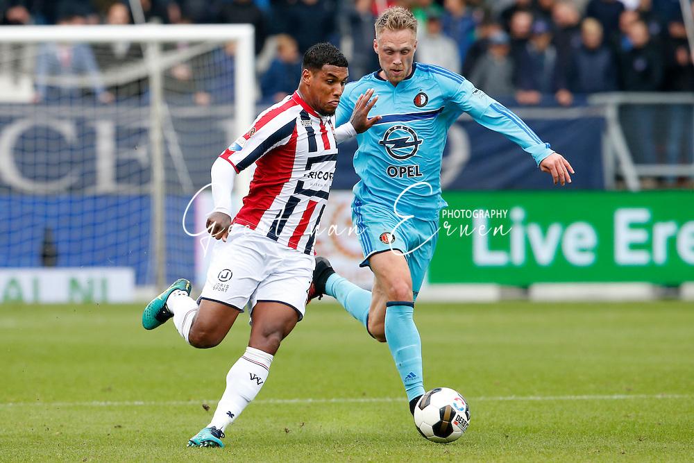 02-10-2016 VOETBAL:WILLEM II - FEYENOORD:TILBURG<br /> Darryl Lachman van Willem II in duel met Nicolai Jorgenson van Feyenoord <br /> <br /> <br /> Foto: Geert van Erven