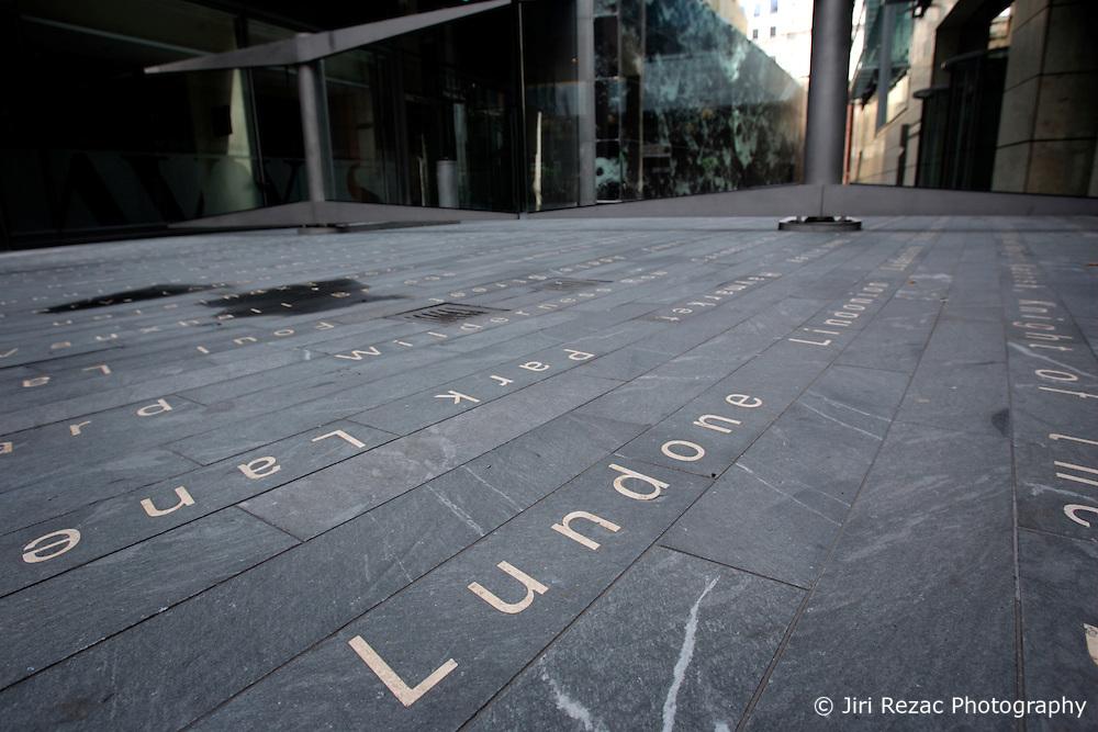 UK ENGLAND LONDON 25SEP05 - Deserted pavement at Mincing Lane, City of London...jre/Photo by Jiri Rezac..© Jiri Rezac 2005..Contact: +44 (0) 7050 110 417.Mobile: +44 (0) 7801 337 683.Office: +44 (0) 20 8968 9635..Email: jiri@jirirezac.com.Web: www.jirirezac.com..© All images Jiri Rezac 2005 - All rights reserved.