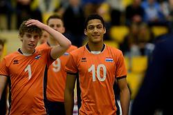29-12-2014 NED: Eurosped Volleybal Experience Nederland - Belgie -19, Almelo<br /> Nederland verliest met 3-2 van Belgie / Fabian Plak, Gijs van Solkema