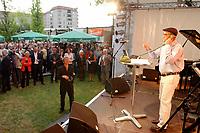 03 JUL 2003, BERLIN/GERMANY:<br /> Bodo bach, Comedy Kuenster aus Hessen, unterhaelt die Gaeste, Hessenfest, Sommerfest der Landesvertretung Hessen<br /> IMAGE: 20030703-04-049