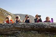 Elever fra Brekken oppvekst- og lokalsenter ble landets første skoleklasse som fikk bli med ut for å se  fjellrev ved hiet. Og det var en meget interessert gjeng med 11-12-åringer som var med på den spesielle fjellturen. f.v. Piere-Åvla Bransfjell, Magnus Kurås, Magnus Dahl Haugen