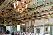 Festsaal mit Wand- und Deckengemälden, Kassettendecke, Hof Loessnitz, Radebeul bei Dresden, Sachsen, Deutschland.|.hall with wall paintings, Loessnitz Manor, Radebeul near Dresden, Germany