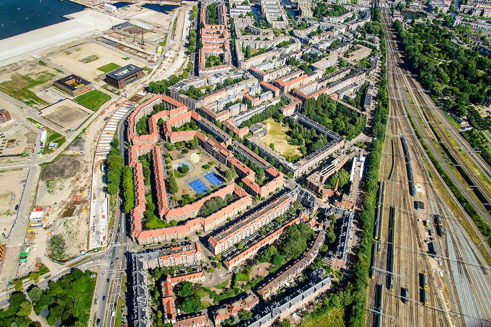 Nederland, Noord-Holland, Amsterdam, 01-08-2016; Spaandammerbuurt met bouwblokken van de Amsterdamse School. Hembrugstraat, Oostzaanstraat. Rechts Spaandammerdijk en voormalige Houthavens, nu De Houthaven.<br /> Amsterdam School housing estates<br /> <br /> luchtfoto (toeslag op standard tarieven);<br /> aerial photo (additional fee required);<br /> copyright foto/photo Siebe Swart