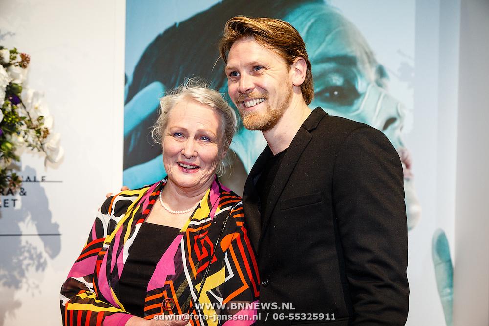 NLD//Amsterdam20160415 - Première 'Roméo et Juliette', Gijs Naber en zijn moeder