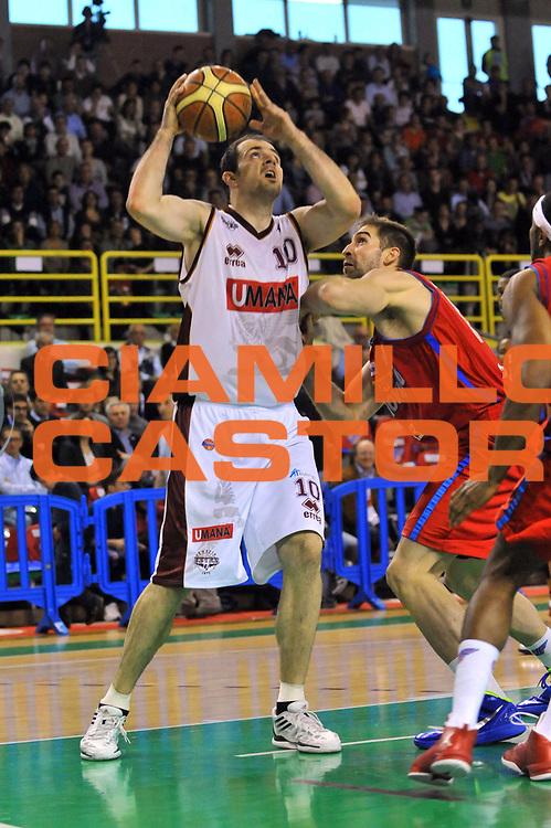 DESCRIZIONE : Casale Monferrato Lega A 2011-12 Novipiu Casale Monferrato Umana Venezia<br /> GIOCATORE : Szymon Szewczyk<br /> CATEGORIA : Penetrazione<br /> SQUADRA : Umana Venezia<br /> EVENTO : Campionato Lega A 2011-2012<br /> GARA : Novipiu Casale Monferrato Umana Venezia<br /> DATA : 25/03/2012<br /> SPORT : Pallacanestro<br /> AUTORE : Agenzia Ciamillo-Castoria/S.Ceretti<br /> Galleria : Lega Basket A 2011-2012<br /> Fotonotizia : Casale Monferrato Lega A 2011-12 Novipiu Casale Monferrato Umana Venezia<br /> Predefinita :