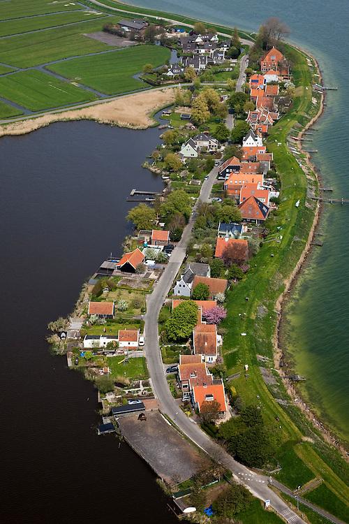 Nederland, Noord-Holland, Waterland, 28-04-2010; Uitdam aan de Uitdammerdijk, vroegere Waterlandse Zeedijk. Het dorpje is gelegen aan het Markermeer..Uitdam at the Uitdammerdijk, former Waterlandse  Zeedijk. The hamlet is situated next to the Markermeer.luchtfoto (toeslag), aerial photo (additional fee required).foto/photo Siebe Swart