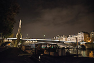 France. Paris. 5th district.  pont de la Tournelle    beetween left bank and ile saint louis