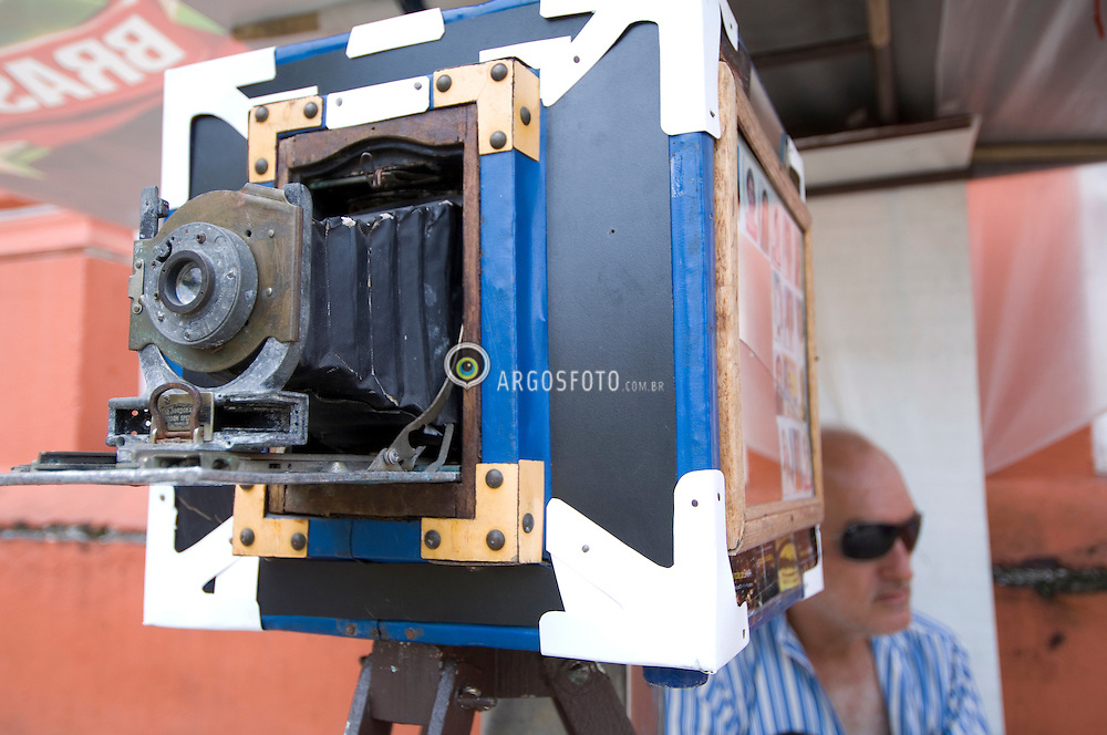 Camera lambe-lambe na Praca da Piedade, Salvador / An ambulant photographer at Piedade Boulevard, Salvador, Bahia, Brazil