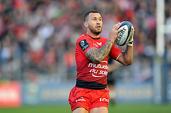 Quade Cooper of Toulon in possession - Mandatory byline: Patrick Khachfe/JMP - 07966 386802 - 10/01/2016 - RUGBY UNION - Stade Mayol - Toulon, France - RC Toulon v Bath Rugby - European Rugby Champions Cup.