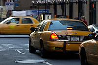 21 NOV 2003, NEW YORK/USA:<br /> Yellow Cab Taxis auf den Strassen von Manhatten, New York<br /> IMAGE: 20031121-02-031<br /> KEYWORDS: Taxi, Strasse