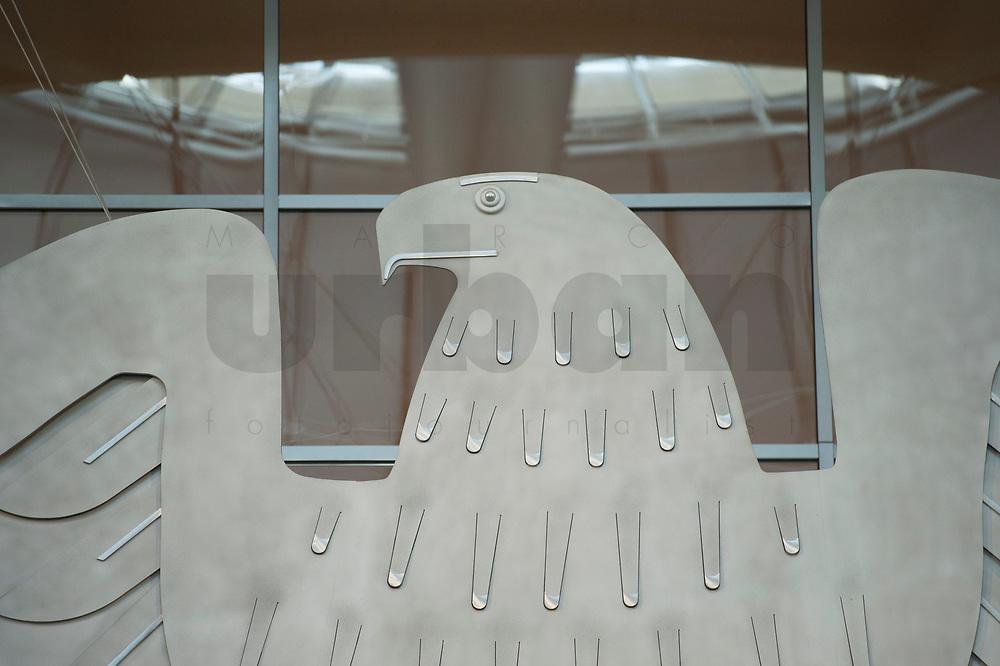 17 OCT 2013, BERLIN/GERMANY:<br /> Kopf Bundesadler, Plenum, Deutscher Bundestag<br /> IMAGE: 20131017-01-006<br /> KEYWORDS: Plenarsaal