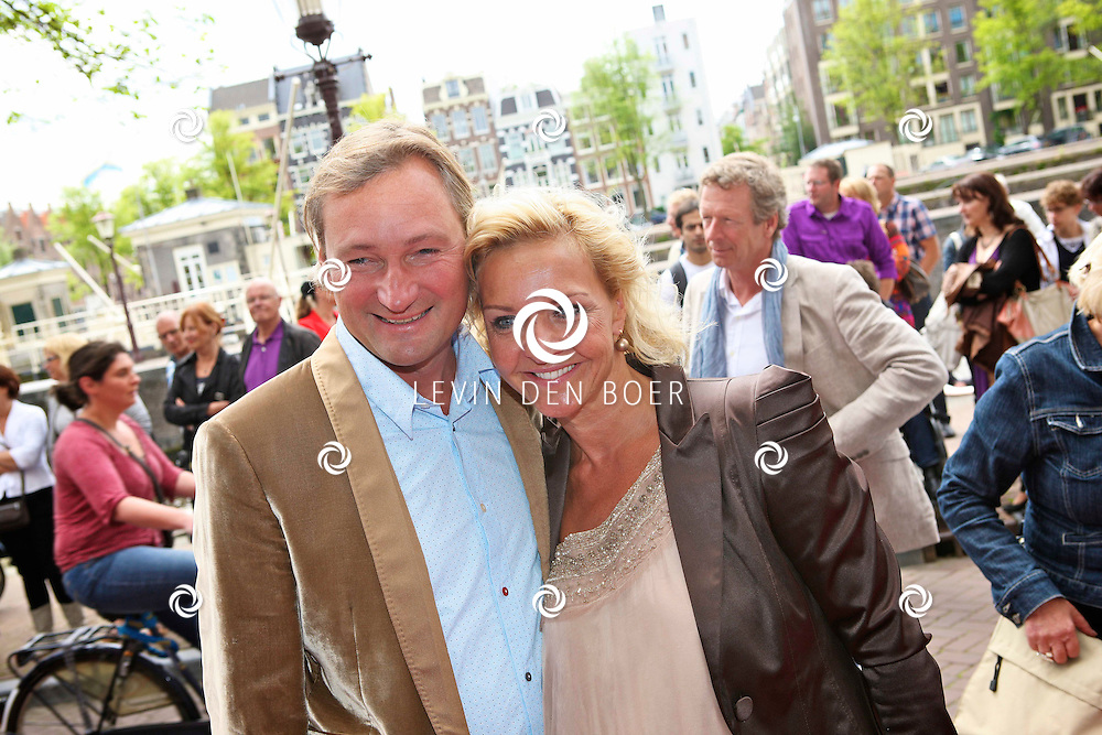 AMSTERDAM - Bij het Koninklijk Theater Carre is de premiere van Circus Hurricane Hans Klok van start gegaan.  Met op de foto Mariska van Kolck met nieuwe vriend Edgar Peer. FOTO LEVIN DEN BOER - PERSFOTO.NU