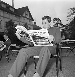 File photo dated 24-05-1963 of Leicester City goalkeeper Gordon Banks reads a special edition of the London Evening Standard in the grounds of his team's hotel on the day before the match.
