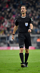 31.03.2018, Allianz Arena, Muenchen, GER, 1. FBL, FC Bayern Muenchen vs Borussia Dortmund, 28. Runde, im Bild Schiedsrichter Referee Bastian Dankert // during the German Bundesliga 28th round match between FC Bayern Munich and Borussia Dortmund at the Allianz Arena in Muenchen, Germany on 2018/03/31. EXPA Pictures © 2018, PhotoCredit: EXPA/ Eibner-Pressefoto/ Weber<br /> <br /> *****ATTENTION - OUT of GER*****