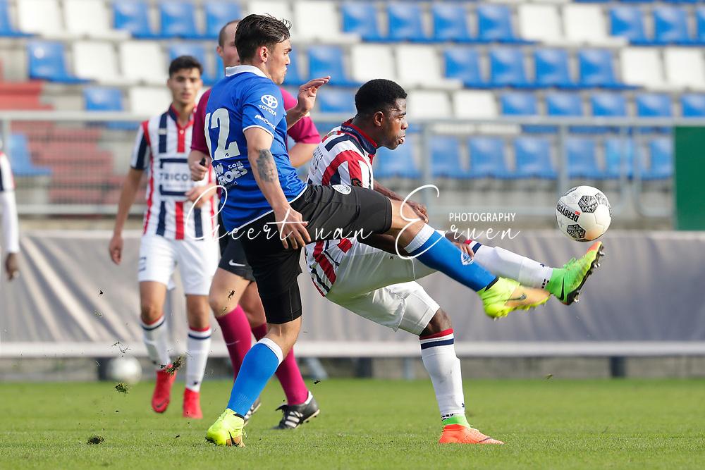 *Sam Kersten* of FC Den Bosch, *Bartholomew Ogbeche* of Willem II