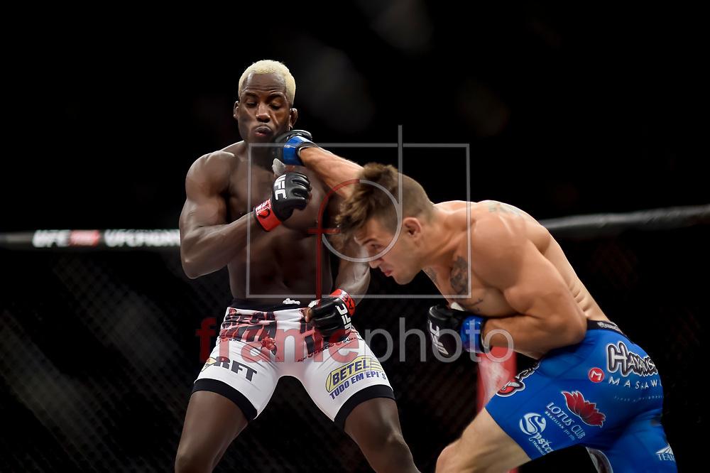 Jorge de Oliveira (e) e Christos Giagos (d) durante luta válida pelo UFC FIGHT NIGHT:  MAIA X LAFLARE, realizado no ginásio do Maracanazinho, zona norte da cidade do Rio de Janeiro, RJ. Foto: Ide Gomes / Frame