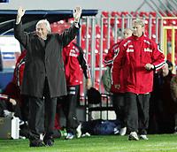 Fotball<br /> Play off VM 2006<br /> Tsjekkia v Norge <br /> Czech Republic v Norway<br /> 16.11.2005<br /> Foto: Morten Olsen, Digitalsport<br /> <br /> Karel Brückner and Åge Hareide at full time