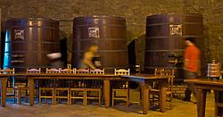 A Cantina de Vinho Finos Salvati & Sirena funciona num prédio em formato octogonal, construída com pedras basálticas irregulares, extraídas no próprio local. O atendimento é realizado por membros da própria família com degustação de vinhos finos varietais e suco de uva, além de contar com varejo de produtos típicos. Foto: Lucas Uebel/Preview.com