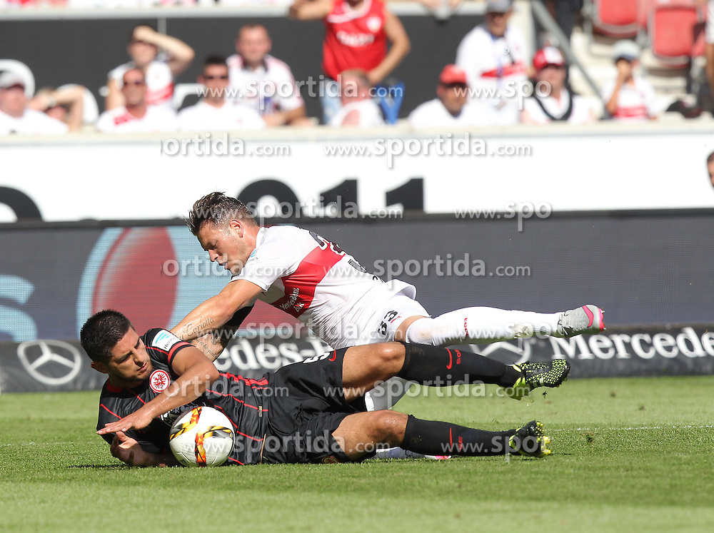 29.08.2015, Mercedes Benz Arena, Stuttgart, GER, 1. FBL, VfB Stuttgart vs Eintracht Frankfurt, 3. Runde, im Bild Carlos Zambrano ( Eintracht Frankfurt ) rechts Daniel Ginczek ( VfB Stuttgart ) // during the German Bundesliga 3rd round match between VfB Stuttgart and Eintracht Frankfurt at the Mercedes Benz Arena in Stuttgart, Germany on 2015/08/29. EXPA Pictures &copy; 2015, PhotoCredit: EXPA/ Eibner-Pressefoto/ Langer<br /> <br /> *****ATTENTION - OUT of GER*****