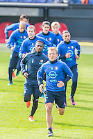 ROTTERDAM - Laatste training voor de Klassieker van Feyenoord , Voetbal , Eredivisie , Seizoen 2016/2017 , Stadion de Kuip , 22-10-2016 , Feyenoord speler Dirk Kuyt voorop met daar achter Feyenoord speler Eljero Elia (l)