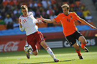 FOOTBALL - FIFA WORLD CUP 2010 - GROUP STAGE - GROUP E - NETHERLANDS v DENMARK - 14/06/2010 - PHOTO GUY JEFFROY / DPPI - NICKLAS BENDTNER (DEN) / JORIS MATHIJSEN (DEN)