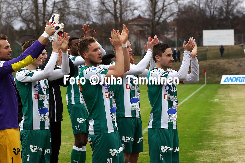 12.4.2015, Kisapuisto, Lahti.<br /> Veikkausliiga 2015.<br /> FC Lahti - FC KTP.<br /> KTP:n pelaajat kiitt&auml;v&auml;t faneja, etualalla keskell&auml; Valeri Minkenen, oikealla Ilari &Auml;ij&auml;l&auml;.