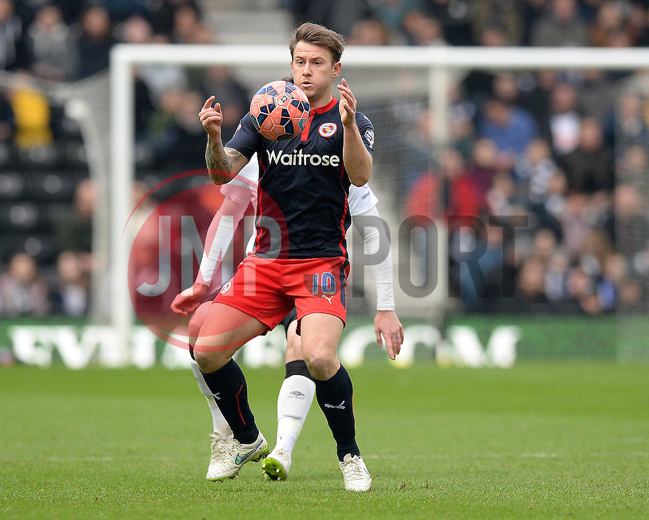 Reading's Simon Cox controls the ball. - Photo mandatory by-line: Alex James/JMP - Mobile: 07966 386802 - 14/02/2015 - SPORT - Football - Derby  - ipro stadium - Derby County v Reading - FA Cup - Fifth Round